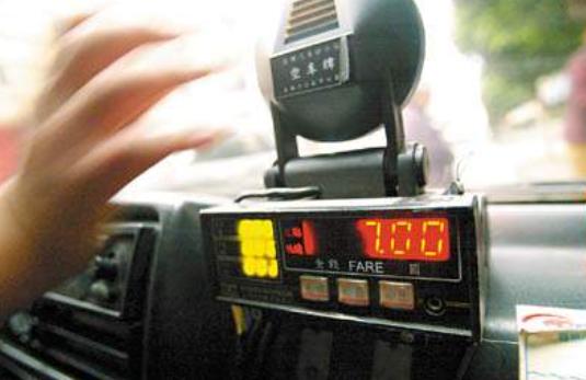 投诉出租车跳表?车费退还乘客