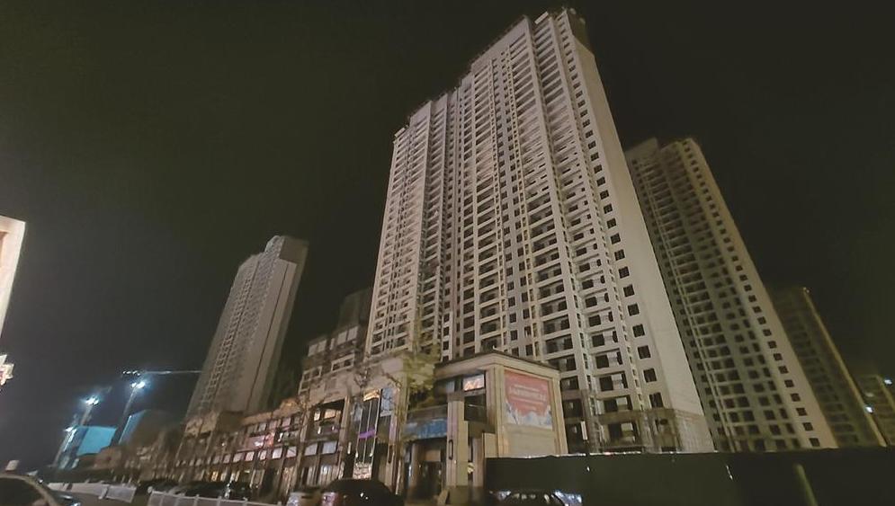 """""""问政唐山""""记者追踪丨吾悦广场住宅项目夜间施工被叫停"""
